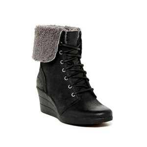 UGG • Black Lace Up Wedge